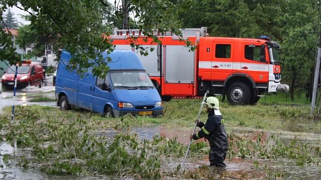 Zaplavená silnice v Karviné.