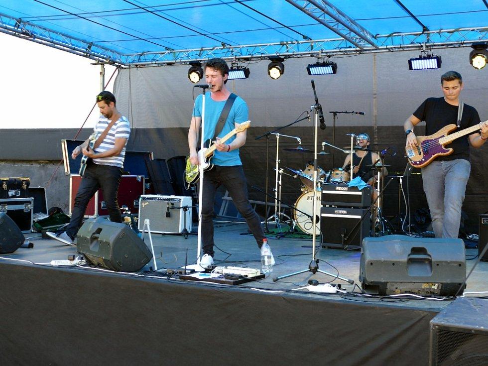 3. ročník soutěžní přehlídky havířovských amatérských kapel s názvem Festiválek v letním.