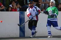 Jan Rosůlek (vlevo) snesl jako jediný z karvinského mužstva přísnější měřítko.