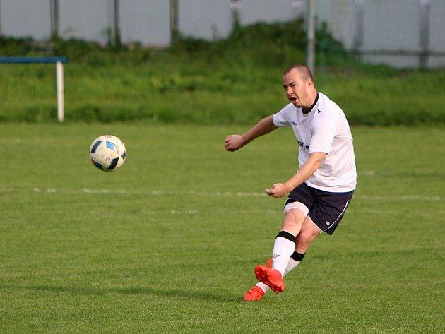 Tomáš Hrtánek a jeho kumpáni na startu nového ročníku válí.