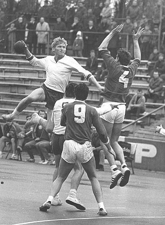 Ludvík Mrkva (smíčem) přispěl spolehlivými výkony kzisku titulu mistra Československa vroce 1972.