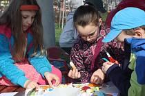 Zábavné hledání velikonočních vajíček i výtvarné dílny pro děti se konaly za příjemného jarního počasí v neděli odpoledne v karvinském univerzitním parku.