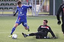 Orlovští fotbalisté (černé dresy) podlehli na úvod Tipsport ligy prvoligové Sigmě 0:7.