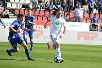 Lukáš Budínský (v bílém) to na Olomouc umí. Dal jí už svůj pátý ligový gól.