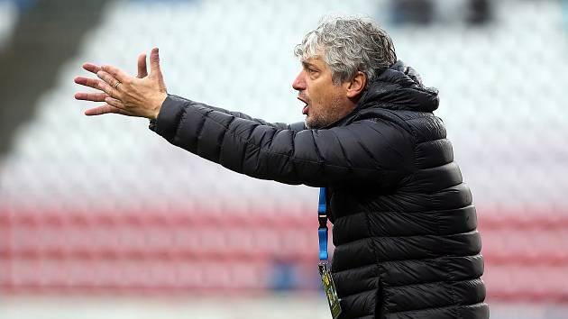 Trenér Karviné Jozef Weber se po dvouzápasovém trestu vrací na lavičku týmu. Pro utkání v Českých Budějovicích.