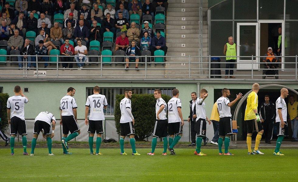 Karvinští fotbalisté (v bílém) přehráli Vltavín.
