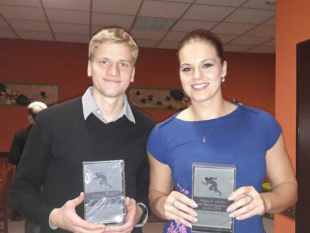 Nejlepší atleti Slavie v roce 2016. Lukáš Ožana a Petra Klementová.