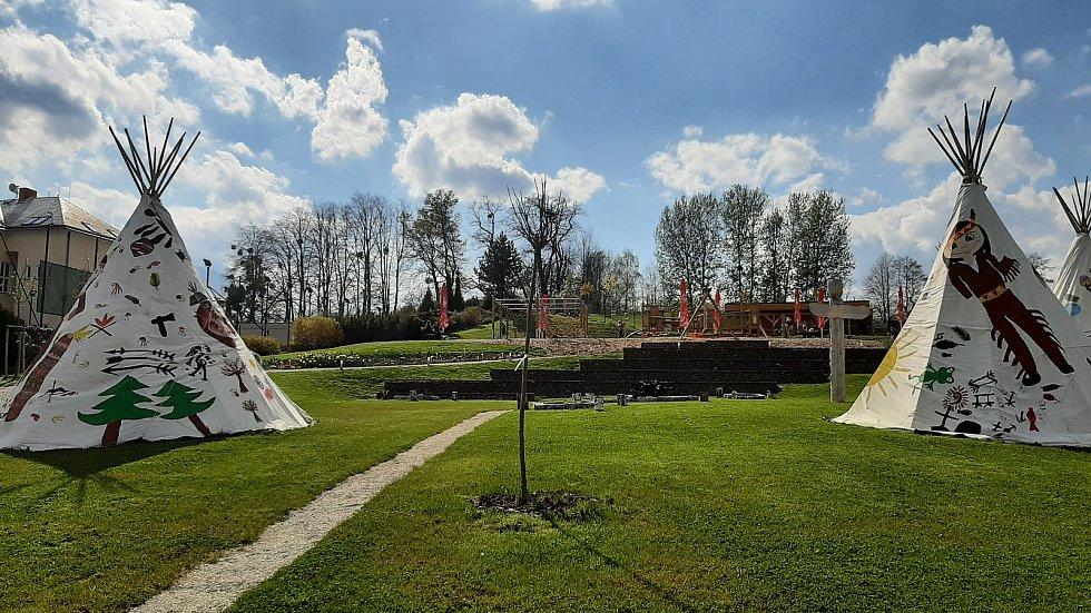 Zábavu dětem a pohodu dospělým nabízí Park Dakol v Petrovicích u Karviné. Velkou atrakcí je bezesporu mini zoo, kde si děti mohou zvířata vzít i do ruky.