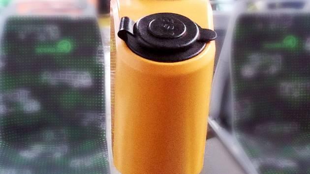 USB nabíječka v autobuse.