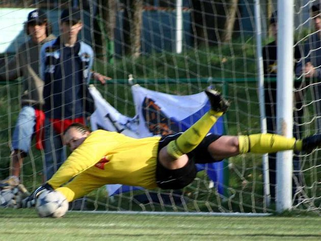 Gólman Ryl byl v Kobeřicích oporou svého týmu, dokud se nezranil a nahradit jej musel Maslák. I on spoluhráče podržel.