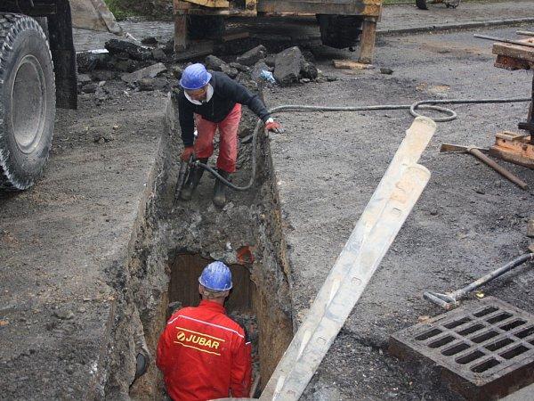 Stavba kanalizace vulici SNP.
