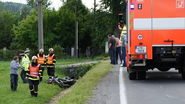 Zásah záchranářů u nehody motorkáře v Albrechticích.