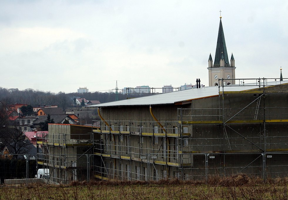 Dětmarovice. Pohled na domov pro seniory a kostel