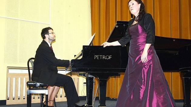 Novoroční koncert učitelů Základní umělecké školy Bedřicha Smetany v Karviné, sklidil uznání a bouřlivý potlesk. Koncert byl velice pestrý – učitelé a jejich hosté vystoupili s lidovými písničkami i vážnými skladbami.