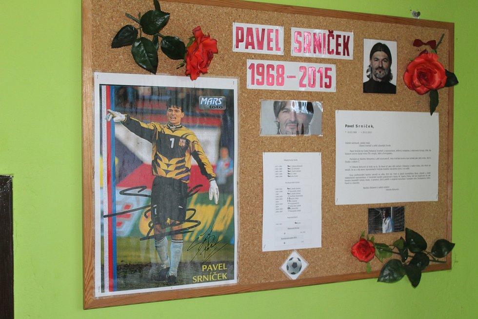 Nástěnka s Pavlem Srničkem.