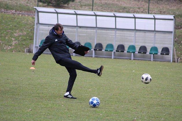 První trénink karvinských fotbalistů pod novým trenérem Františkem Strakou.
