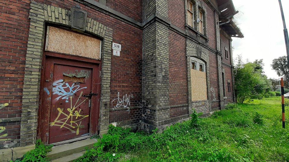 Budova starého nádraží ve Fryštátě. Ilustrační foto.