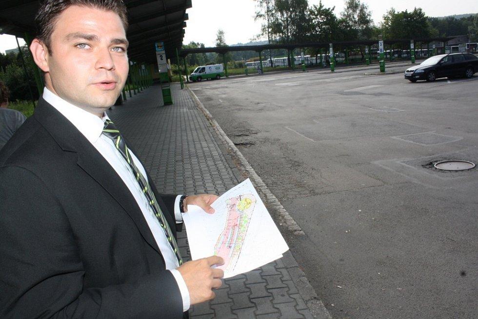 Rekonstrukce autobusového nádraží. Ředitel Jakub Vyvial vysvětluje rozsah rekonstrukce nádraží.