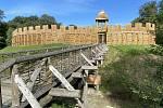 V sobotu se po rekonstrukci znovuotevřel venkovní archeoparku v Chotěbuzi. Návštěvníkům přiblížili život starým Slovanů.