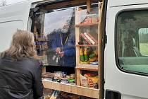Do karvinské části Louky, kde není obchod s potravinami, zajíždí nově pojízdná prodejna z Polska.