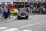 Krásu starých automobilů a motocyklů obdivovalo v neděli dopoledne zcela plné Staré náměstí v Orlové.