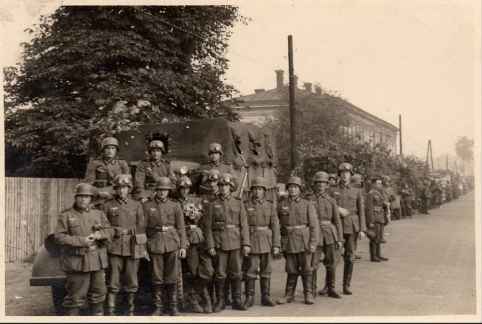 Vojáci na Jablunkovské ulici v roce 1944.