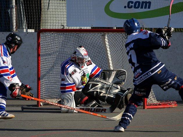 Hokejbalisté Karviné prohráli v Třinci a čeká je baráž o udržení.