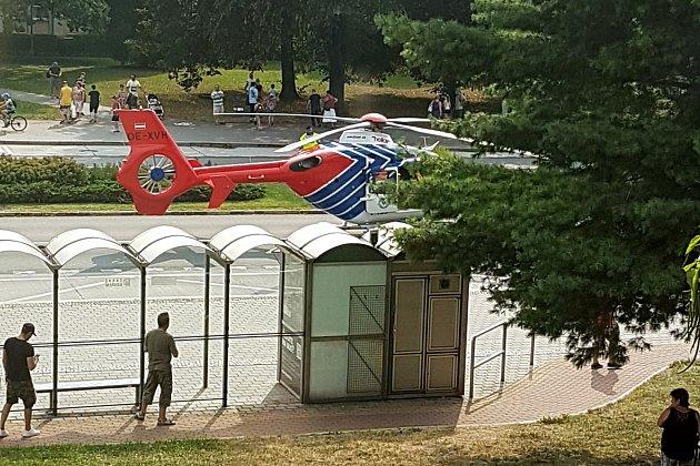 Vrtulník Kryštof 05moravskoslezské záchranné služby při zásahu vHavířově.