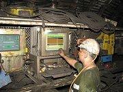 Havířina je dnes i o obsluze počítačem ovládaných strojů.