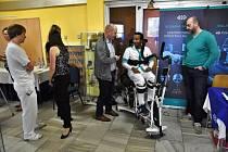 Lékaři, fyzioterapeuti a odborníci na lázeňskou péči z celého Česka se v pátek sjeli do Rehabilitačního sanatoria Lázní Darkov, aby si navzájem představili nové trendy ve světové medicíně.