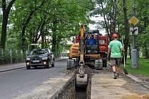 Jízdu po části Šunychelské ulice v Bohumíně v těchto dnech komplikují stavbaři, kteří kvůli opravě vodovodního potrubí museli část silnice rozkopat.