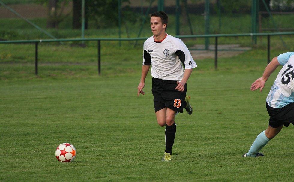Albrechtičtí (u míče Marek Pařík) neměli s Vratimovem problém.