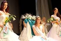 Vítězky Miss Bohumín 2013 Klára Čermáková (uprostřed), Aneta Frodlová (vpravo) a Alžběta Dudová.