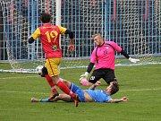 Havířovští fotbalisté (v modrém) zdolali Frýdlant rozdílem dvou branek.
