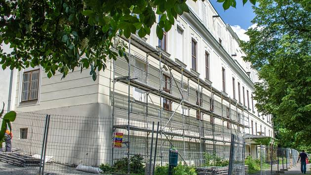 Zámek Fryštát v době opravy.
