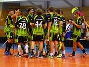 Petrovičtí florbalisté (v zeleném) se jako nováček soutěže uvedli zdatně.
