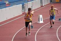 Jiří Korejz na startu čtvrtky neboli 400 metrů.