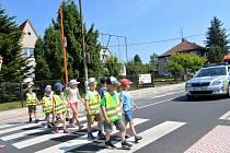 V Petřvaldě mají nový přechod pro chodce.