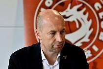 Jan Peterek zve diváky na nedělní derby.