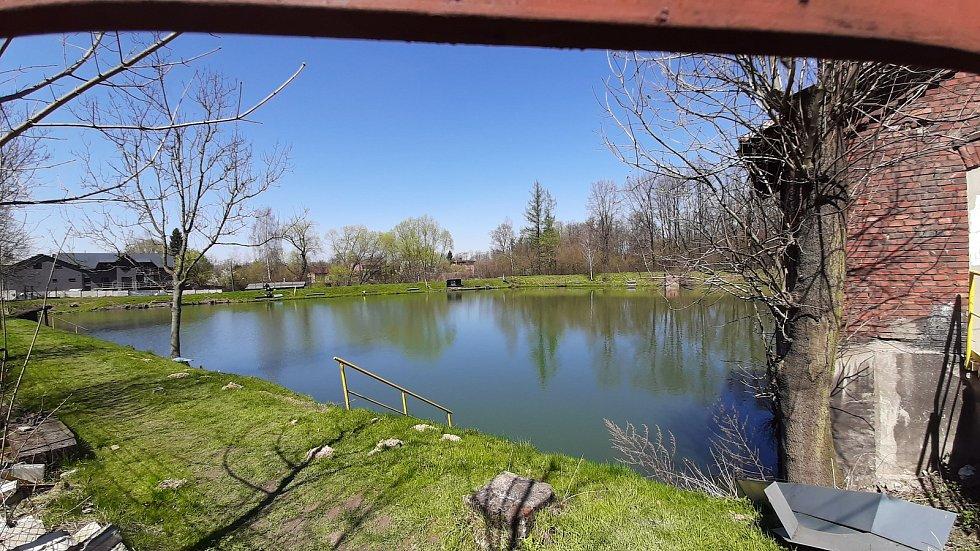 Orlová-Poruba. Soukromý rybník v Těšínské ulici.