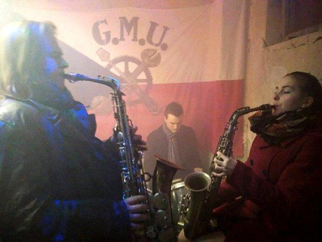 Brusírna má rozličné využití, včetně hudebního.