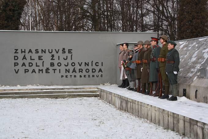 Pietní akt u památníku v Orlové za oběti válečného konfliktu v roce 1919.