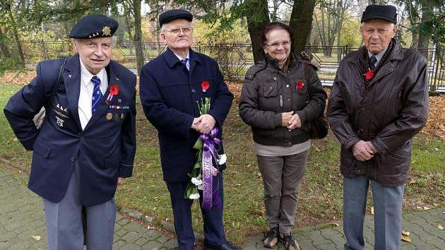 U kostela sv. Anny v pátek 10. listopadu se symbolickým začátkem v 11 hodin si občané Havířova připomněli Den válečných veteránů.
