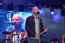 V pátek v centru Havířova vystoupil David Koller s kapelou.