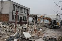 Demolice budovy Trestles.