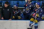 Havířovští hokejisté (v bílém) nestačili na Kladno a dál bojují o play-off.