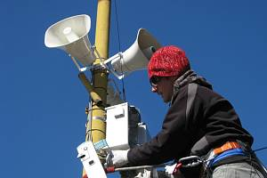 Instalace moderního bezdrátového hlásného systému.