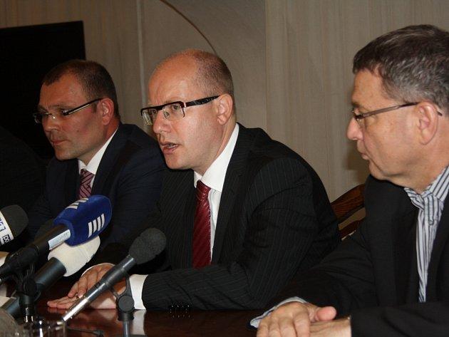Premiér Bohuslav Sobotka a ministr zahraničí Lubomír Zaorálek navštívili Karvinou.