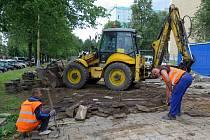 Stavba chodníku s cyklostezkou podél Dlouhé třídy v Havířově-Podlesí.