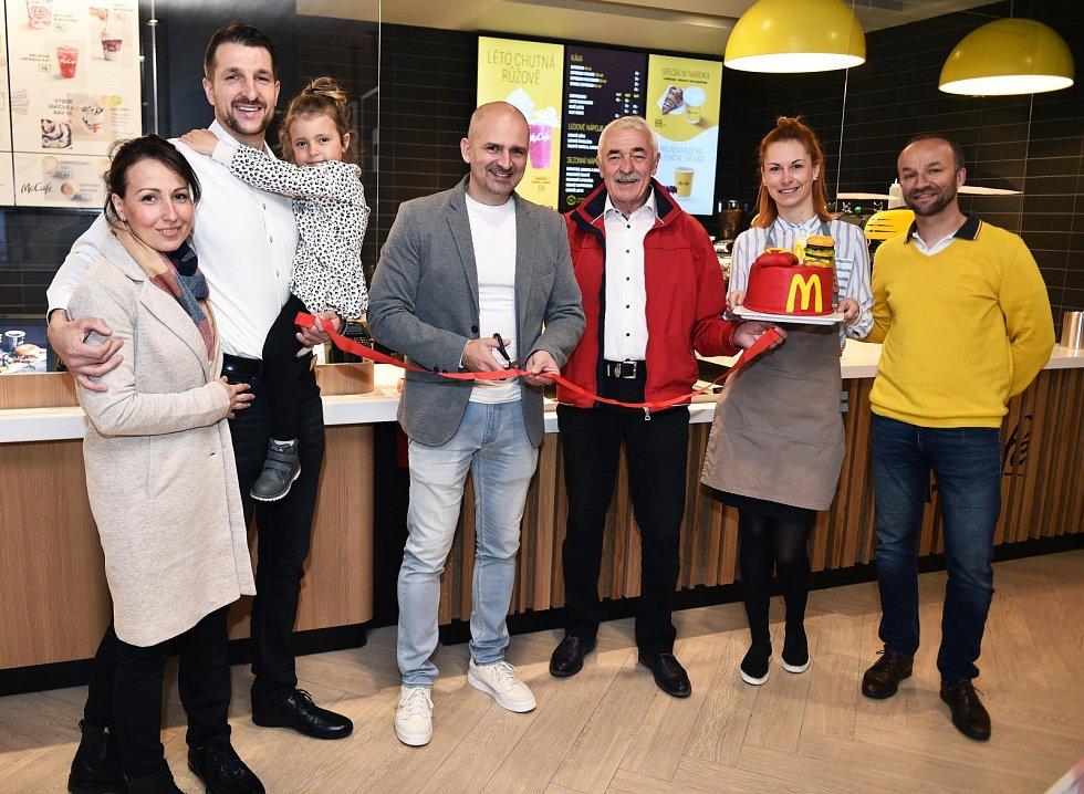 Hostem otevření restaurace McDonald´s v Havířově byl v pátek 7. května také trenér hokejových Vítkovic Miloš Holaň.